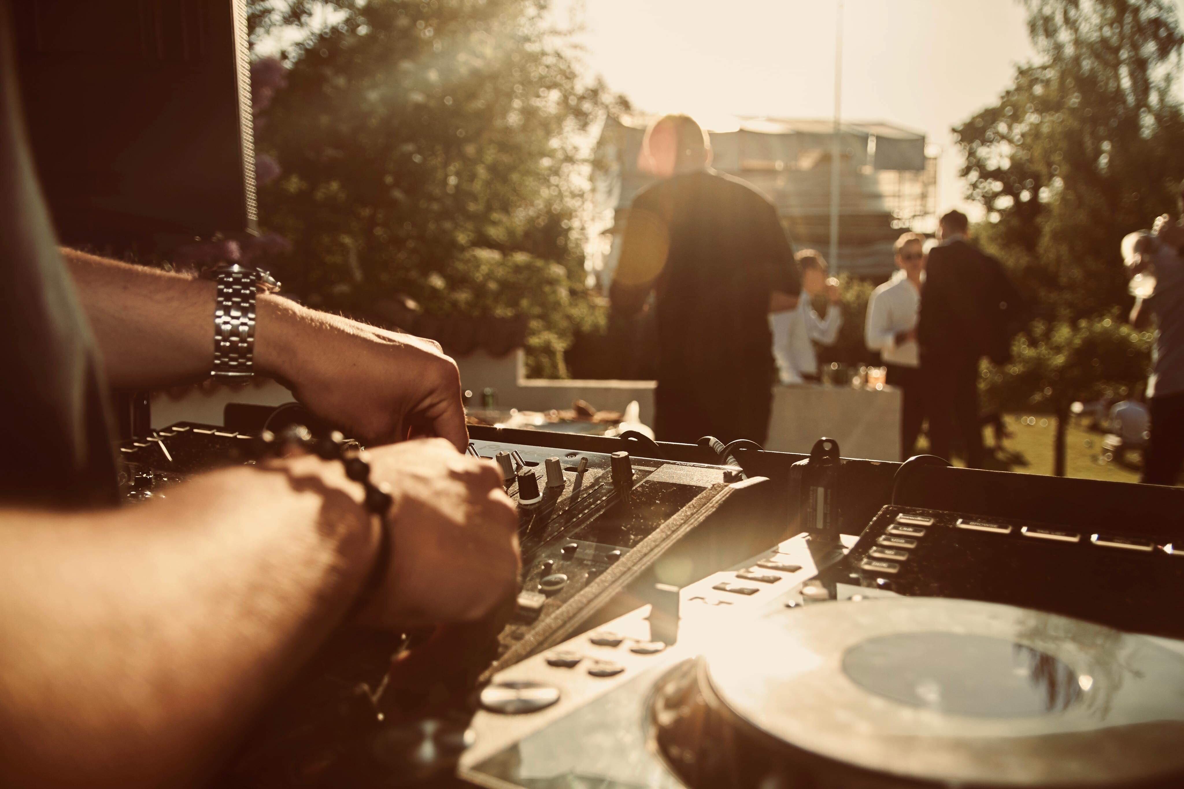 DJ til ungdomsfest